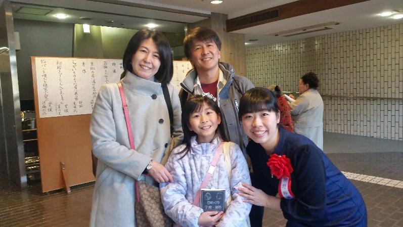 前列中央が阿見果凛さん、右が神野紗希先生