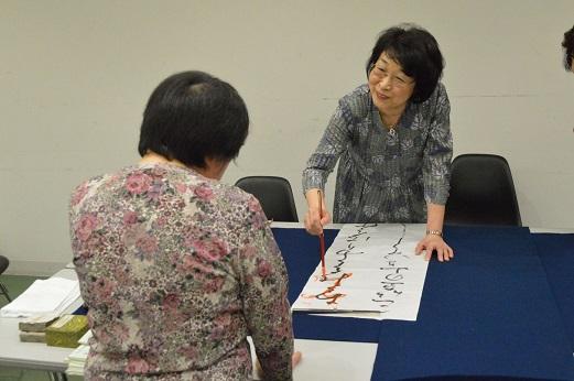 13日には、美術館内の別室で書道ミニ・スクーリングを実施(要事前申込・参加費別)。