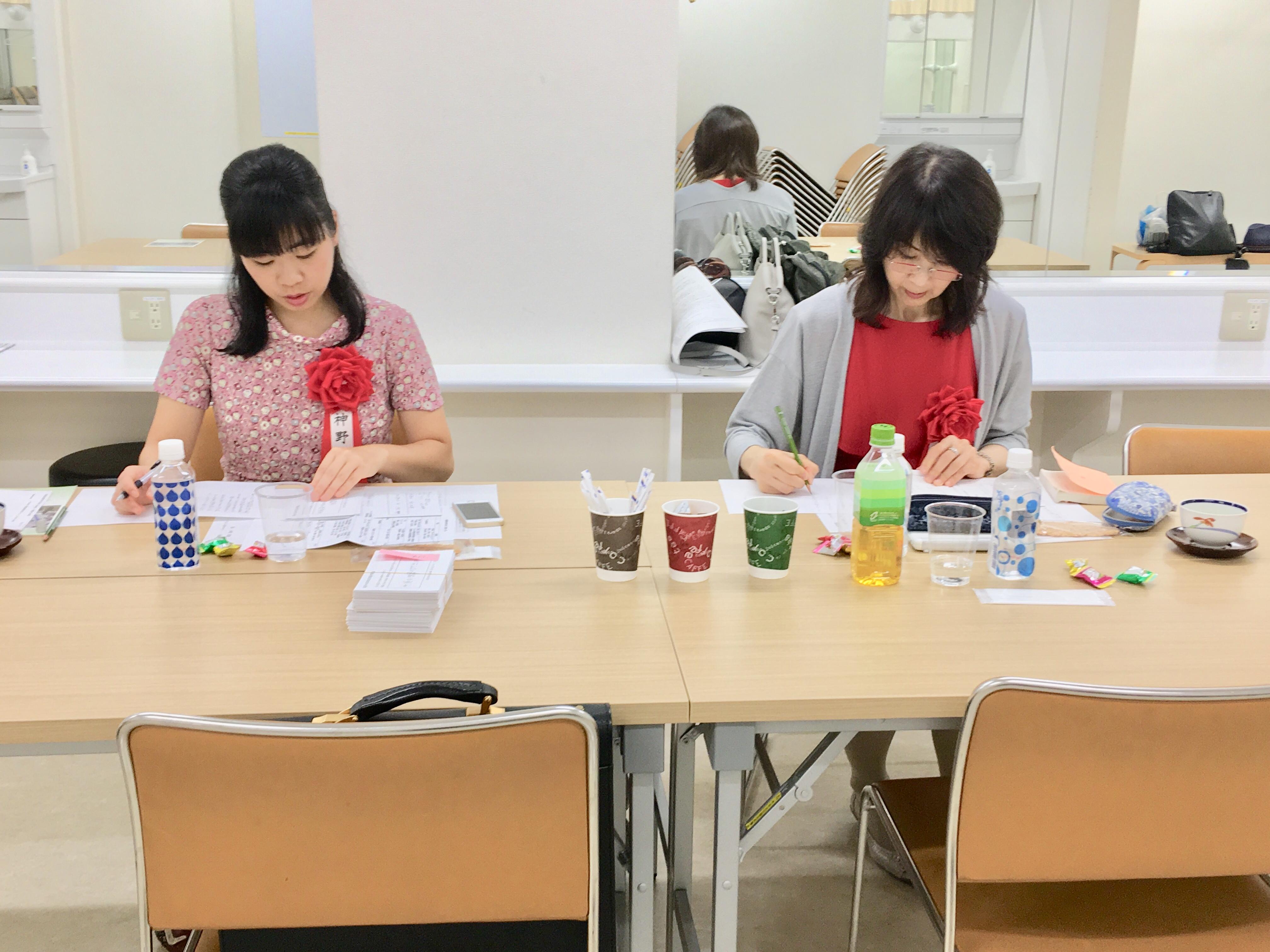 俳句大会の選者は岸本葉子先生と神野紗希先生