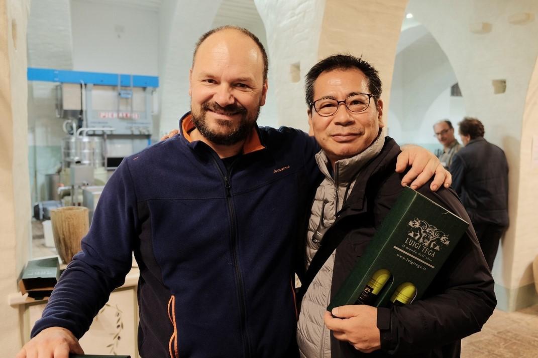 良質なオリーブオイルを造り続け、国内外で高い評価を受けているルイジ・テガ氏と、篠利幸先生
